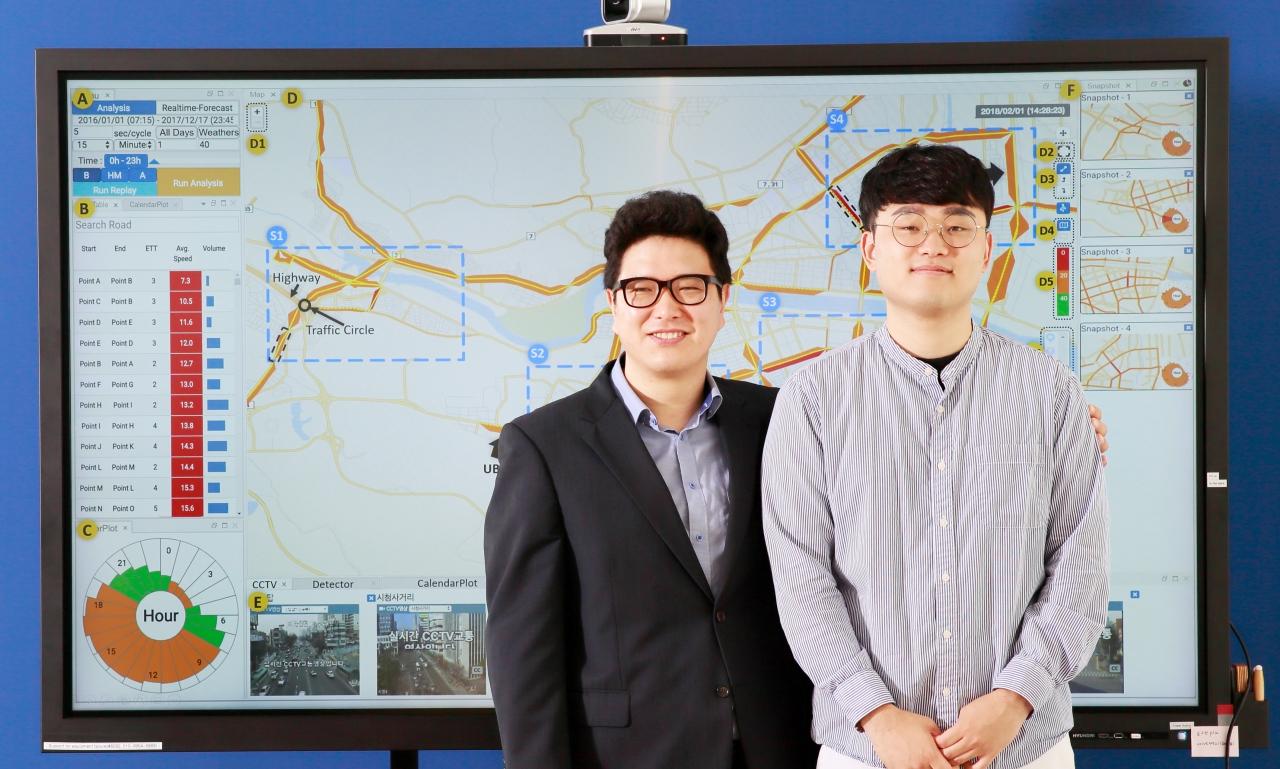 연구팀으로 왼쪽부터, 고성안 전기전자컴퓨터공학부 교수, 이충기 연구원(사진:UNIST)