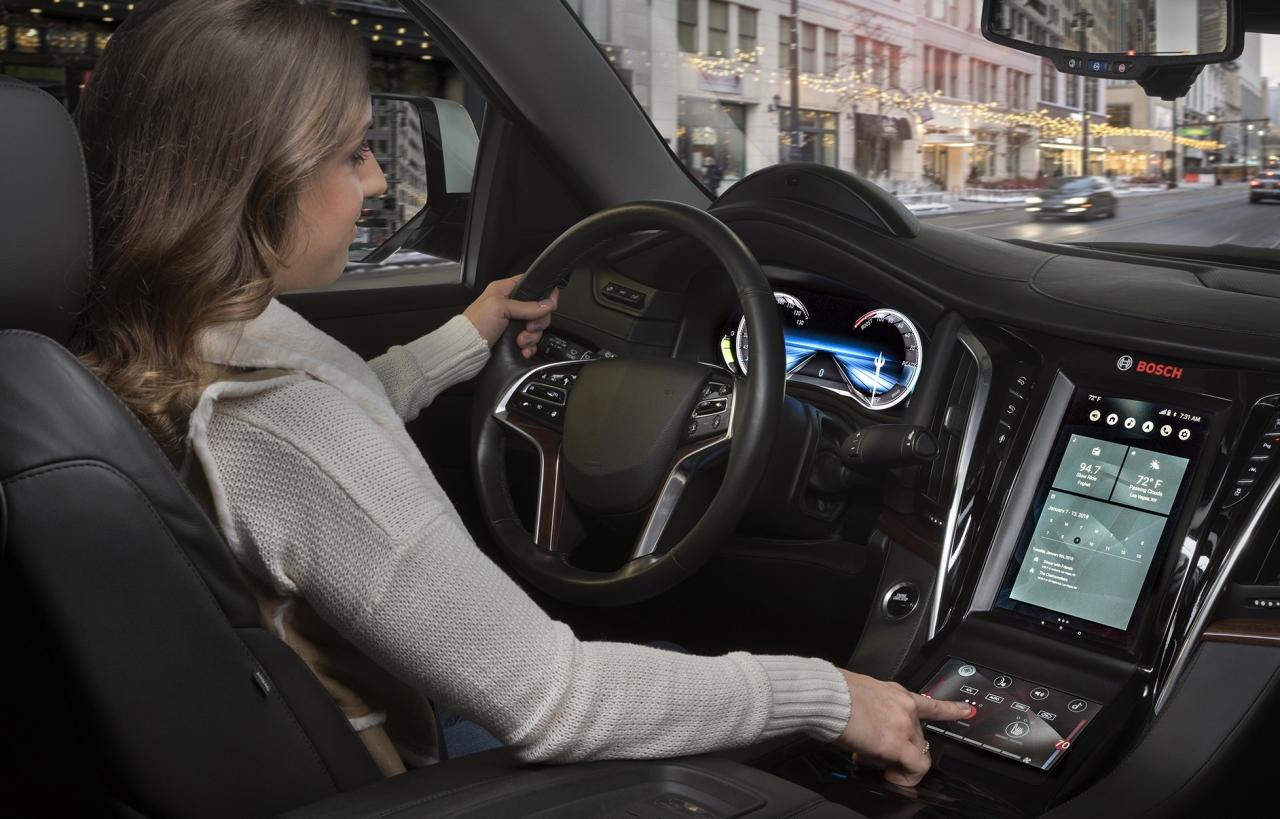 디지털 디스플레이와 음성 제어 어시스턴트가 운전의 혁명을 일으키고 있다.(사진:보쉬)